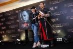 11月12日,迪士尼携手甄子丹在香港召开发布会,宣布史上首部星战系列外传电影《星球大战外传:侠盗一号》将于下月在香港公映,并有望引入内地和全国影迷见面。在随后的媒体采访中,甄子丹透露了一些这次与迪士尼合作的幕后故事,更在网络直播中吸引超过两百万粉丝观看,直播活动获得超过四百万人点赞。