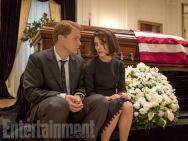 《第一夫人》最新彩照 娜塔莉·波特曼棺木前崩溃