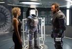 """""""星爵""""克里斯·帕拉特和""""大表姐""""奥斯卡影后詹妮弗·劳伦斯联袂主演的年度科幻冒险巨制《Passengers》(暂译《太空旅客》)将于12月21日正式登陆北美。今日,该片幕后花絮大放送,工程师男主的扮演者克里斯·帕拉特吊威亚练腹肌、数字版替身演员、豪华太空套房等制作故事一并揭秘,高科技太空之旅马上开启!"""