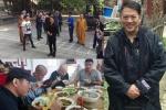 53岁李连杰福建拜佛无人识 与寺庙僧人同吃斋饭