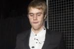 看贾斯汀·比伯的满脸胡渣 绝对是得罪摄影师了