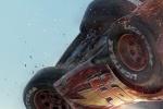 《赛车总动员3》海报 闪电麦昆空中翻车触目惊心