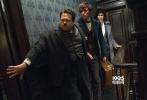由华纳兄弟电影公司出品、J.K.罗琳首任编剧的3D魔幻巨制《神奇动物在哪里》已于11月25日以3D、IMAX3D、以及中国巨幕3D格式登陆内地银幕。影片开画24小时累计票房破亿、打破《哈利·波特》系列在内地开画记录;上映6天持续锁定30%以上的排片占比;截止今日(12月1日),影片已收超3.5亿票房,成为当周票房冠军带热大盘。