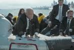 """由华纳兄弟电影公司出品的震撼空难大戏《萨利机长》已于12月9日全国上映,电影延续了早前在美国上映时的绝佳口碑,在国内刮起一阵""""机长热"""",电影上映后引起了一阵观影热潮,知名导演、编剧、影评人都对电影赞誉有加。除聚焦于主演汤姆·汉克斯影帝级的表演和IMAX画面带来的视效体验之外,这部由真实事件改编的电影更是被评价为""""年度最感动""""、""""真实""""、""""看完结尾想鼓掌""""。"""