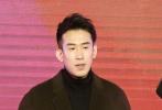 """12月21日,电影《东北往事之破马张飞》在京举办发布会,导演郭大雷携主演贾乃亮、马丽、王迅、梁超、于洋、屈菁菁出席,""""SHEplus""""成员吴昕重磅助阵。由贾乃亮领衔的""""DBboys""""和马丽领衔的""""SHEplus""""在现场争夺""""东北话推广大使"""",展开PK大战和花式辩论,全程高能爆笑不断。"""