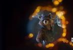 备受关注的《银河护卫队2》与近日公布了一批全新的剧照。在剧照中,无论是星爵、火箭浣熊、树精格鲁特、还是卡魔拉都一一登场。从剧照中看,《银河护卫队2》强延续前作的时空背景的设置,将整个宇宙再度扩大。不过可惜的是,在这一批剧照中,并没有出现反派的身影。