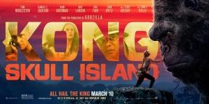 《金刚:骷髅岛》新海报 拉尔森手抚金刚致敬经典