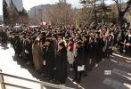 2月10日,TFBOYS王俊凯与演员林妙可分别现身北京电影学院参加艺考,两人一出现就引发轰动,遭到粉丝和媒体的疯狂围堵,在寒风中上演了校园版《釜山行》。据某记者的微博爆料,称北京电影学院2月15日公布复试榜,林妙可意外未能通过初试,王俊凯则顺利进入第二轮。