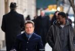 2017年2月15日讯,美国纽约,布莱恩·克兰斯顿(Bryan Cranston)与凯文·哈特(Kevin Hart)街头拍摄新片《触不可及》(Untouchable)。