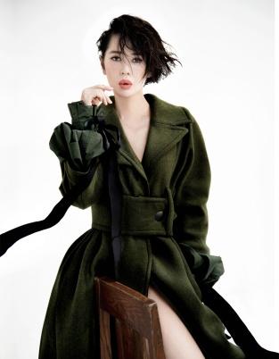 余男最新写真性感迷人 实力秀美腿演绎东方美