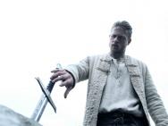 《亚瑟王:斗兽争霸》中文预告 盖·里奇玩转魔幻