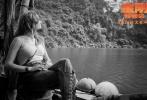 好莱坞动作冒险巨制《金刚:骷髅岛》在妇女节前夕发布女主角——奥斯卡影后布丽·拉尔森的人物特辑,听她讲述影片的超强制作与金刚的铁血与柔情。影片中的海量黑白照也同时曝光,这些照片均来自片中布丽·拉尔森的相机。