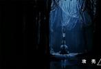 """今日,真人版《攻壳机动队》发布一支""""灵魂重启""""特辑,配乐邀请到电子乐鬼才 Steve Aoki 助阵,重新改编了1995 版《攻壳机动队》剧场版动画主题曲,打造全新""""傀儡谣""""。在高楼林立的未来城市中,斯嘉丽·约翰逊饰演的少佐伴随着全新""""傀儡谣""""的吟唱出场,快速切换的镜头呈现了炫酷的动作打斗和激烈的枪战戏份,搭配动感十足的配乐更显燃炸节奏感。"""