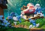 由美国哥伦比亚影片公司、索尼动画联合出品,曾执导《怪物史莱克2》的凯利·阿斯伯瑞导演,斯泰茜·哈曼、帕米拉·里邦编剧的《蓝精灵:寻找神秘村》以3D纯CG动画方式全新归来。