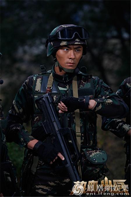 《表情新兵》兄弟团上线90后动态热血圆迷彩热血包电脑尖兵保存的微图信图片