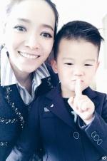 侯佩岑微博报喜将生二胎 儿子激动:要当哥哥了