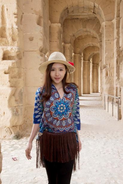 北非美少妇艳照_刘美麟漫步突尼斯 感受北非国家的海水与火焰