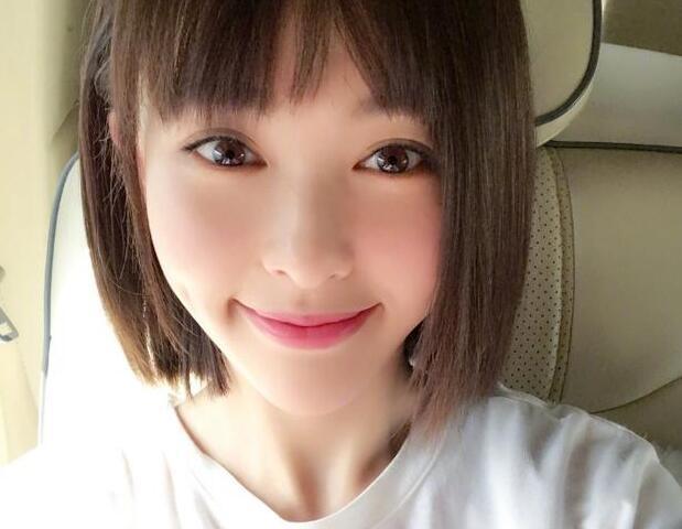 唐嫣在微博晒出一张美照,照片中的她剪了一头短发,显得十分俏皮可爱
