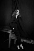 于佩尔黑白大片亮相法国《Madame Figaro》封面