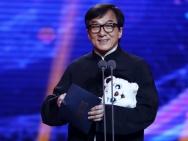 成龙携《龙之战》现身大影节 称冯小刚是偶像
