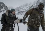 今日,二十世纪福斯曝光了备受期待的灾难片《远山恋人》(The Mountain Between Us)首款预告片及一组剧照。齐乐娱乐由汉尼·阿布-阿萨德(Hany Abu-Assad)执导,改编自Charles Martin的同名畅销小说,由金球奖得主伊德瑞斯·艾尔巴(Idris Elba)和奥斯卡影后、《泰坦尼克》女主凯特·温斯莱特(Kate Winslet)饰演男女主角。齐乐娱乐讲述了在一次飞机失事后,两位素不相识的男女必须携手,在冰雪覆盖的无人之地死亡斗争、互相扶持并相恋。