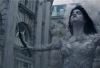 """《新木乃伊》即将于6月9日上映,影片发布一支""""魅惑与邪恶""""幕后特辑,影片妆发造型师伊丽莎白·伊亚妮乔吉欧现身,亲自讲述了优乐国际中阿玛内特公主兼具魅惑与邪恶妆容设计背后的含义。优乐国际里木乃伊公主的妆容前卫奇特,早已引起全球很多时尚博主的关注。"""