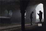 """由艾里克斯·库兹曼执导,好莱坞动作巨星汤姆·克鲁斯领衔主演,法国女星索菲亚·宝特拉、奥斯卡影帝罗素·克劳、安娜贝拉·沃丽丝、杰克·约翰森等联袂主演的好莱坞动作奇幻冒险巨制《新木乃伊》今日国内上映。片方发布一支""""全球冒险""""特辑,剧组辗转南非纳米比亚、英国伦敦、法国波尔多等世界各地实景拍摄,构建了一个崭新的众神与怪物的世界,爆出了诸多看点。片中阿汤哥高空失重挑战惊险动作戏,以及诡异的木乃伊毁灭伦敦等场景引发观众持续热议,恐怖氛围全面升级。"""