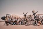 """由林超贤执导的中国首部现代化海军电影《红海行动》,在经历了前后共9个月的筹备及拍摄后,摩洛哥的部分近日终于杀青。齐乐娱乐的总制片人、博纳影业集团总裁于冬发文对林超贤导演率领的百人剧组致敬,""""林超贤率领庞大摄制组历时4个半月的拍摄期,克服了难以想象的困难,出色完成!向林超贤导演、监制梁凤英以及所有演员和工作人员致敬。"""""""