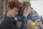 """由加斯·戴维斯执导,戴夫·帕特尔、鲁妮·玛拉、大卫·文翰、妮可·基德曼、桑尼·帕沃主演的《雄狮》将于6月22日21:00在全国公映。作为一部由""""两后一帝""""当红实力派演员倾情出演的印度神片,《雄狮》已在全球收账近十亿票房。"""