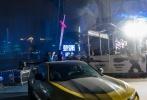 """6月13日晚,科幻动作大片《变形金刚5:最后的骑士》(以下简称《变形金刚5》)在广州举办全球首映礼暨《变形金刚》系列优乐国际十周年盛典,导演迈克尔·贝携新女主劳拉·哈德克、童星伊莎贝拉·莫奈以及《变形金刚》系列""""四朝元老""""乔什·杜哈明现身与粉丝亲密互动。"""