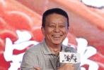 """励志运动电影《我是马布里》6月16日在上海举行定档发布会,主演马布里、吴尊、高以翔、锦荣、王阳明及导演杨子,监制黄建新共同出席了当天的活动。在正式宣布上映日期之前,《我是马布里》片方还特别设计了增加紧张感的""""投篮宣布档期""""环节:在四位""""明星球员""""同时得分之后,大家才共同揭晓了写有8月11日这个日期的定档海报。"""