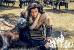"""6月17日,由让·雅克·阿诺监制,蒙古族导演哈斯朝鲁执导的魔幻战争题材影片《战神纪》在上海举行发布会。主演陈伟霆、林允、巴森扎布携手登台亮相,在片中饰演""""大反派""""的胡军则带领几名全副武装的""""魔兵""""与陈伟霆正面对决。影片海报也在发布会现场揭晓,正式宣布《战神纪》定档2017年12月22日。"""