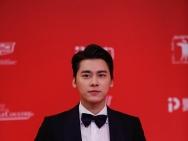 《心理罪》李易峰上影节红毯 握手粉丝分享角色
