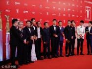 《建军大业》来袭 导演携刘昊然等小鲜肉亮相红毯