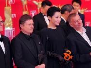金爵奖评委出席上影节红毯 许晴全黑长裙霸气外露
