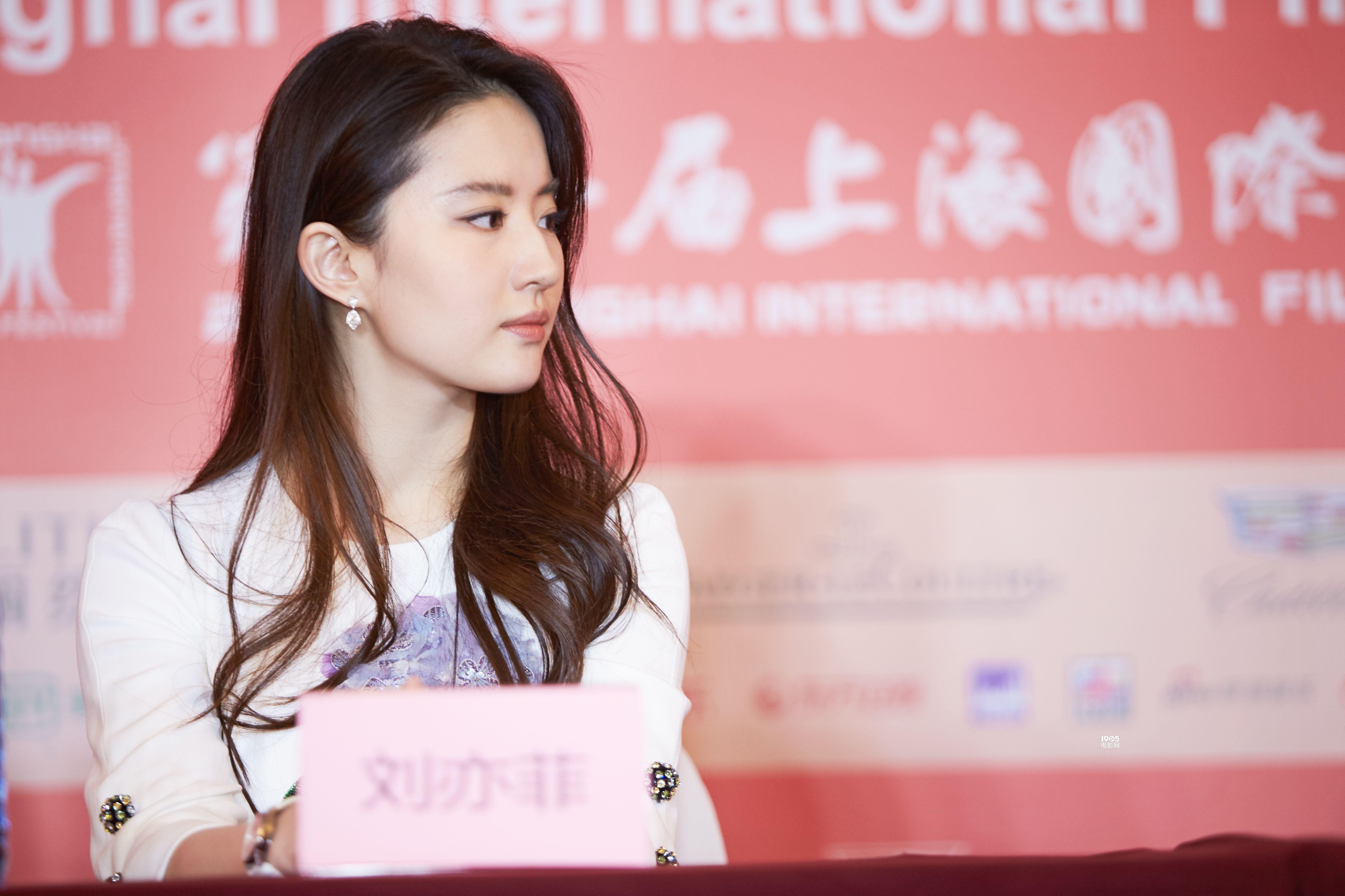 《烽火芳菲》见面会 刘亦菲:我是有野心的演员