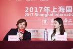 """6月19日,影片《烽火芳菲》在上海国际电影节举行主创见面会,主演刘亦菲、埃米尔·赫斯基以及导演比利·奥古斯特、制作人孙鹏出席活动。作为金爵奖主竞赛单元影片,《烽火芳菲》因为""""双金棕榈俱乐部""""的比利·奥古斯特的执导和刘亦菲的颠覆性演出令人期待。在谈到自己的表演时刘亦菲表示""""偶像派也好实力派也好只是大家的评价,自己是个有野心的演员,但对奖项没有野心。"""""""