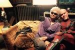 《死侍2》新片场照 瑞安·雷诺兹与盲眼艾尔依偎