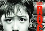 """由大鹏(董成鹏)导演,乔杉、古力娜扎、李鸿其、韩童生、曲隽希主演的喜剧电影《缝纫机乐队》将于9月30日全国上映。近日,影片发布了七张致敬经典版海报,乐队经纪人大鹏携五位乐队成员,或以经典摇滚乐队代表专辑的封面形式出现,或以经典摇滚人物的造型露面,将喜剧元素和摇滚精神结合起来,别出心裁地""""严肃""""致敬过去几十年中,为摇滚乐坛做出伟大贡献的音乐人们。"""