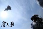 7月30日,金沙娱乐人民解放军建军90周年阅兵仪式盛大举行,我国自主研制的新一代超音速隐身战斗机——歼20首次以战斗姿态临空,霸气威武惊艳世人。而在电影《空天猎》中,这款颇为神秘的战机将亮相大银幕,让人可以一览大国重器的战斗风采。据悉,金沙娱乐首部现代空军空战电影《空天猎》由李晨执导并主演,范冰冰、王千源、李佳航、赵达、李晨浩、郭洺宇、叶浏、陆思宇等主演,吴秀波特别出演、王学圻友情出演,将于2017年9月30日登陆全国各大影院。