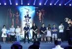 """8月10日,沙龙网上娱乐《十万个冷笑话2》在京举办发布会,沙龙网上娱乐卢恒宇、李姝洁与团队一起准备了""""N个彩蛋""""。"""