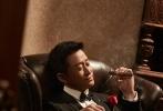 近日,他为《男人装》拍摄的一组写真大片曝光。照片中的吴京一改硬汉形象,穿起西装,手持雪茄,变身优雅绅士。