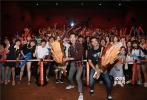 8月11日,《侠盗联盟》导演冯德伦、主演杨祐宁出席在福州举行的电影路演活动,在接受当地媒体采访后,走进福州影院与影迷分享电影戏里戏外的有趣故事。在观影之后,有许多影迷表示自己已经爱上电影中的机械蜘蛛,独特萌感加上黑科技功能,让人都想拥有一个。