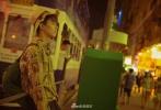 17岁的三石弟弟和17岁的杜莎夫人蜡像馆,同龄人相遇迸发出不一样的火花,吴磊还特意送上家乡四川的非物质文化遗产蜀绣作为礼物。