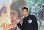 万众期待的《侠盗联盟》在香港九龙塘又一城商场的溜冰场上举行盛大首映礼,导演冯德伦、主演兼监制刘德华及女主角舒淇仍盛装出席,吸引大批传媒到场采访,更有接近500名粉丝来支持,场面热闹。