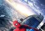"""近日,好莱坞科幻冒险动作巨制《蜘蛛侠:英雄归来》发布了一支""""高空营救""""正片片段和""""蜘蛛侠眼里的美丽中国""""系列海报,不仅""""荷兰弟""""亲自现身问候中国影迷,还首度曝光了小蜘蛛攀爬华盛顿方尖碑实施营救的震撼场面,将影片霸气十足的大场面和紧张升级的剧情节奏显露无疑。同时发布的系列海报上,小蜘蛛空降中华大地,与祖国壮丽辽阔的大好河山同框出镜,碰撞出无限火花,视效颇为震撼。更令人欣喜的是,正式宣布导演将携小蜘蛛汤姆·赫兰德即将来华的重磅消息,而且影片的全国预售即日起同步火"""