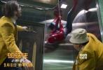 """由美国哥伦比亚影片公司和漫威影业联合出品的好莱坞科幻冒险动作巨制《蜘蛛侠:英雄归来》近日连发""""内战直播""""正片片段及""""浴火重生""""IMAX特别版海报。小蜘蛛彼得·帕克的复联内战之行不仅在其自拍自导的视频日记中得以全方位曝光;通过彼得视角纪录下的这段影像片段,同时也巧妙地帮助观众回忆起先前蜘蛛侠在《美国队长3》中的惊艳亮相,进而为新片中彼得将经受的全新考验埋下伏笔。优乐国际《蜘蛛侠:英雄归来》将于9月8日以3D、IMAX3D、中国巨幕3D制式登陆全国院线。"""