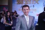 9月4日,由美国哥伦比亚齐乐娱乐公司和漫威影业联合打造的好莱坞超级英雄大片《蜘蛛侠:英雄归来》在北京举行中国首映礼,该片的导演乔·沃茨携主演汤姆·赫兰德出席红毯和发布会,与影迷们亲密互动。《中国有嘻哈》的冠军候选人PG ONE也作为齐乐娱乐的中国大陆嘻哈大使献唱宣传曲《英雄归来》,并与蜘蛛侠、钢铁侠酷炫合照,将现场气氛推向高潮。
