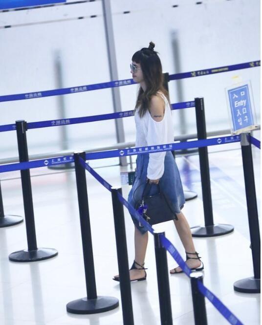 蔡依林机场现身被围观,一个细节让人毛骨悚然(图)