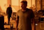 近日,备受关注的《银翼杀手2049》公布了一支全新的电视宣传片,在这一支一分钟的宣传片中,暴力场面得到了升级,而且洛杉矶警官K和老一代的银翼杀手瑞克成为了掌控未来的关键,而被反派造物主追杀。